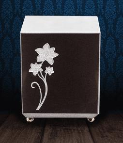 Urna cineraria in Marmo nero e pregiato Marmo di Carrara con fiore inciso