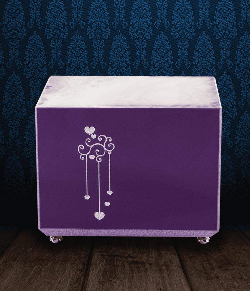 Urna cineraria in marmo viola e pregiata Onice bianca con cuori incisi
