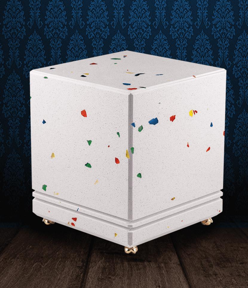 Urna cineraria in marmo bianco con scaglie di vetro multicolor