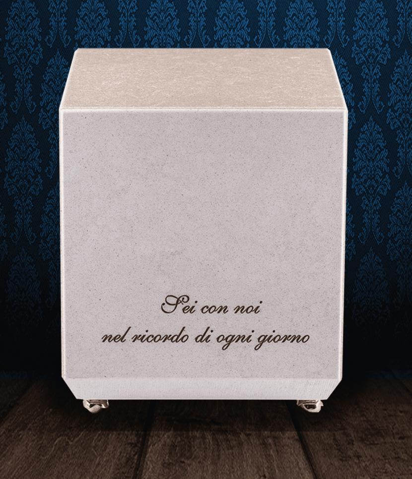 Urna cineraria in pregiato Marmo di Carrara e Marmo Trani con dedica incisa