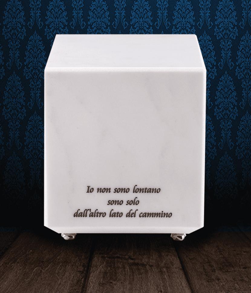 Urna cineraria in pregiato Marmo Lasa classico con dedica incisa