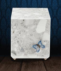 Urna cineraria in pregiato Marmo di Carrara in scaglie con applicazione farfalla