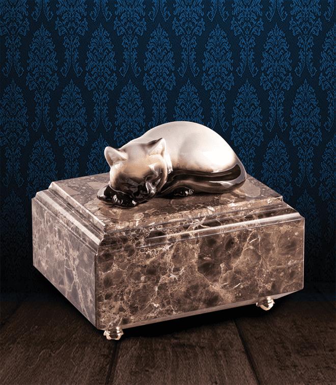 Urna per animali in pregiato Marmo Imperador Dark e Siamese in fine ceramica dipinto a mano