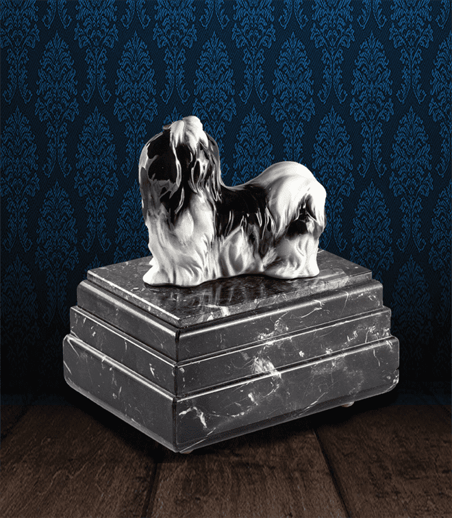 Urna per animali in pregiato Marmo Grigio Carnico e Shih Tzu in fine ceramica dipinto a mano