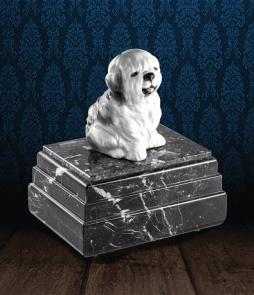 Urna per animali in pregiato Marmo Grigio Carnico e Bobtail in fine ceramica dipinto a mano