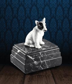 Urna per animali in pregiato Marmo Grigio Carnico e Bull Terrier in fine ceramica dipinto a mano