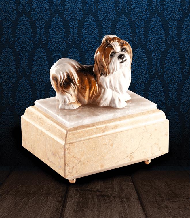 Urna per animali in Marmo Silvia Oro e pregiata Onice Bianca con Shih Tzu in fine ceramica dipinto a mano