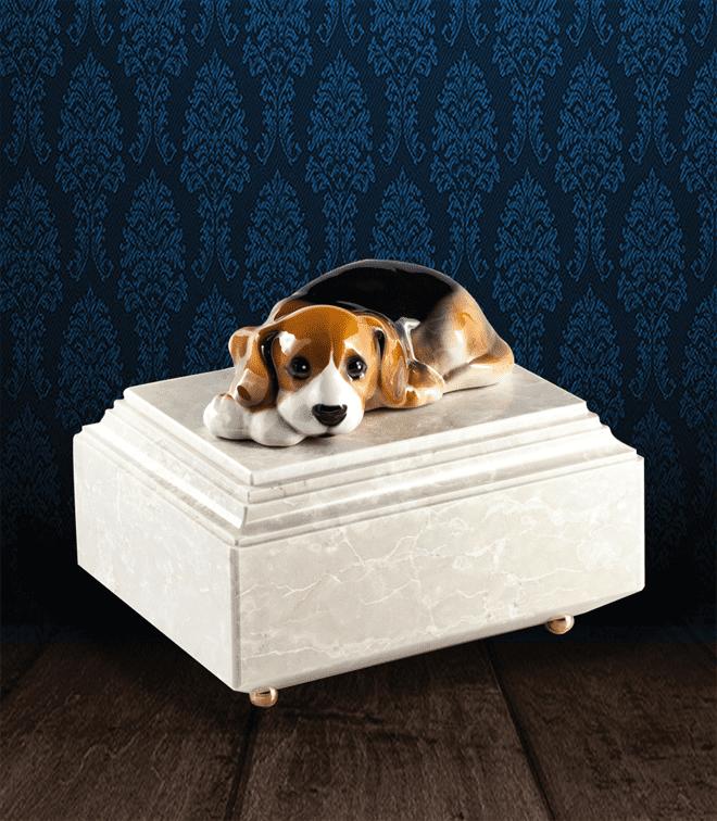 Urna per animali in Botticino Naturale con Beagle in fine ceramica dipinto a mano