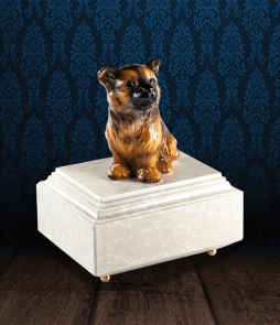 Urna per animali in Botticino Naturale con cane in fine ceramica dipinto a mano